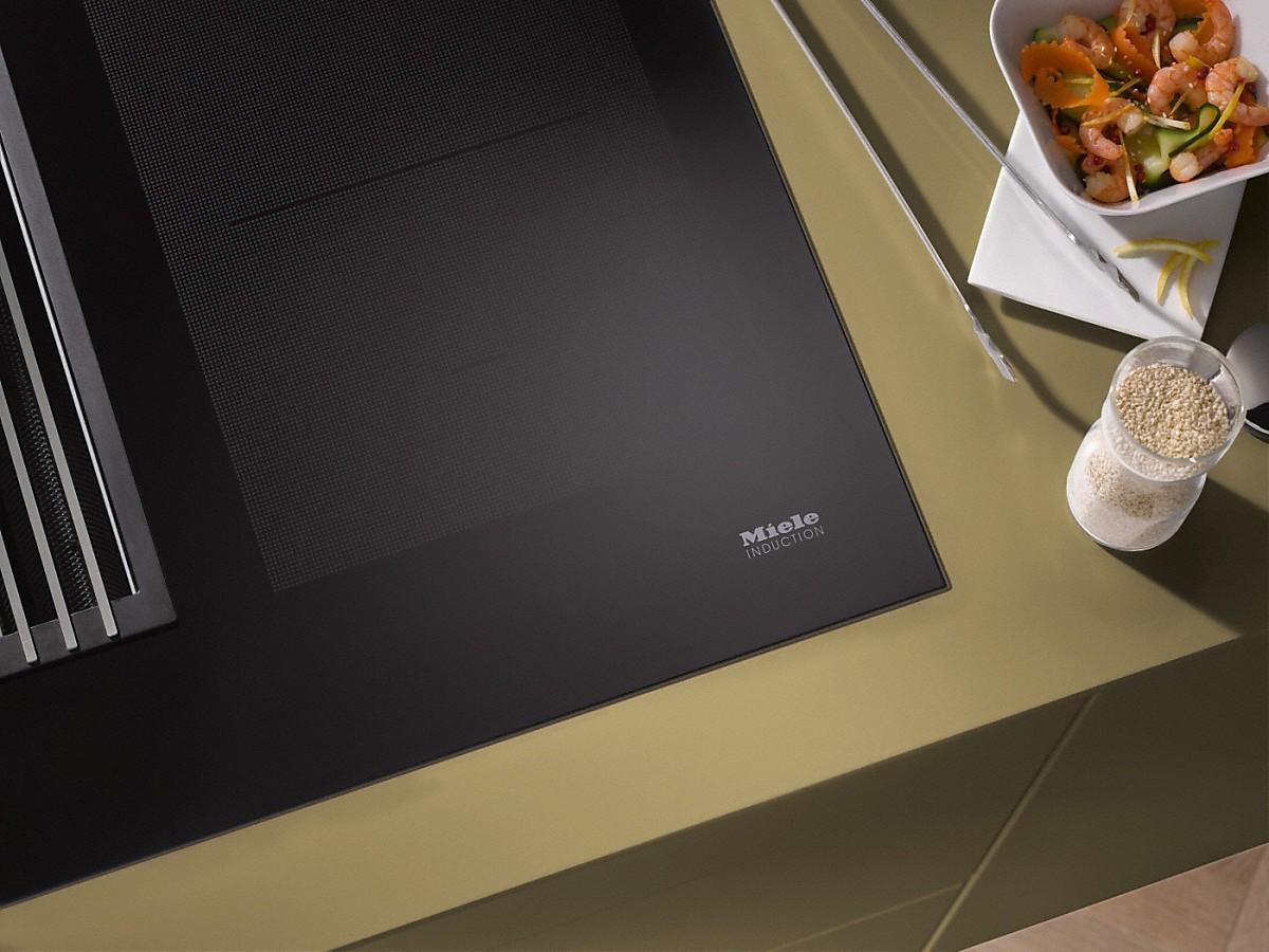 miele kmda 7774 fl induktionskochfeld mit integriertem. Black Bedroom Furniture Sets. Home Design Ideas